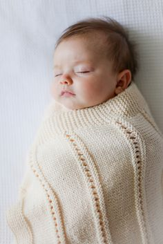 okay who wouldn't want to knit this baby blanket with a fo photo such as this?!