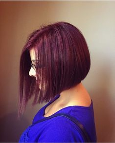 The color of the hair is one of the most popular features used to describe a person. Mahogany hair color has different hair colors that suit every customer's preference. The various hair colors at Mah Red Violet Hair, Violet Hair Colors, Red Brown Hair, Bright Red Hair, Hair Color Purple, Brown Hair Colors, Color Red, Braids For Short Hair, Short Hair Styles