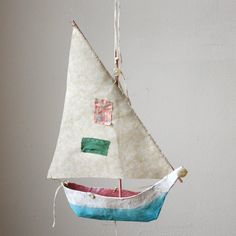 papier mache boats– made using cereal box paper tutorial and pattern: Ann Wood Diy Paper, Paper Art, Paper Crafts, Diy Crafts, Boat Crafts, Decor Crafts, Paper Mache Projects, Craft Projects, Sailboat Decor