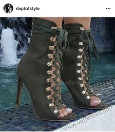 Love these military green corset heels Hot Shoes, Crazy Shoes, Me Too Shoes, Shoes Heels, Heeled Boots, Bootie Boots, Shoe Boots, Cute Heels, Beautiful Shoes