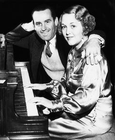 Harold Lloyd and Mildred Davis at the piano, 1935 Classical Hollywood Cinema, Hollywood Walk Of Fame, Golden Age Of Hollywood, Vintage Hollywood, Classic Hollywood, Harold Lloyd, Popular Actresses, Actors & Actresses, Silent Comedy