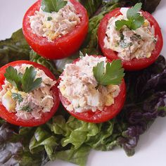 no carb light tuna salad stuffed tomatoes. Tuna-Stuffed Tomatoes A classic Italian beach eat, tomates rellenos, or stuffed tomatoes, with tuna is a protein-packed and low-carb snack to enjoy at the bea Healthy Beach Snacks, Healthy Recipes, Low Carb Recipes, Yummy Recipes, I Love Food, Good Food, Yummy Food, Tasty, Tuna Stuffed Tomatoes