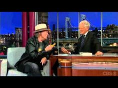 Neil Young al David Letterman Show del 27-9-12 Pono Player