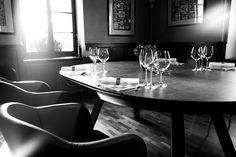 Art de la table. Verres à vin, couverts et serviettes. Domaine de Châteauvieux, Satigny. Genève.