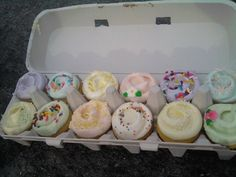 Cute cupcake package idea, but I have some food safety concerns, as well as concerns for the welfare of the frosting. . .