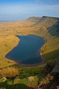 Llyn y Fan Fach, The Black Mountains, Brecon Beacons National Park, South Wales Cardiff Wales, Wales Uk, South Wales, Cool Places To Visit, Places To Go, Sir Anthony Hopkins, Visit Wales, Brecon Beacons, Excursion