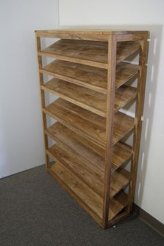 Top 10 ideas on how to make a DIY shoe rack- Top 10 Ideen, wie man ein DIY Schuhregal macht Top 10 ideas on how to make a DIY shoe rack - Wood Shoe Rack, Diy Shoe Rack, Shoe Racks, Diy Rack, Garage Shoe Storage, Wood Rack, How To Build Shoe Storage, Shoe Rack Pallet, Homemade Shoe Rack