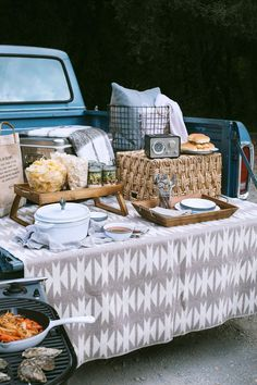 There's nothing quite like an afternoon spent outdoors, tailgating with friends before a big event, on a crisp, fall day. And to think, it's just the pre-party! It's surprising how easy it is to elevate your tailgate with just a couple of tips and a few portable components.