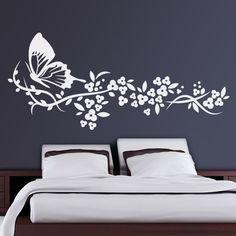 Inspirado en formas naturales, Linum es uno de nuestros diseños florales más vendidos. Las flores, a parte de sumisión, simbolizan belleza, placer, virtul y armonía. Tradicionalmente ligado a lo femenino. Formado por una gran mariposa y unas pequeñas flores, este vinilo decorativo de forma horizontal trae la primavera a las paredes del hogar. #teleadhesivo #decoracion