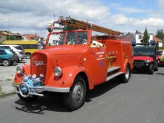 The picture shows the historical fire truck made by ŠKODA in Mladá Boleslav with fire trucks from Stratílek. Fire Apparatus, Emergency Vehicles, Public Service, Fire Engine, Police Cars, Fire Department, Ambulance, Fire Trucks, Military Vehicles