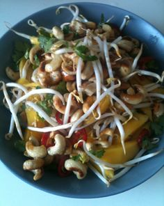 Thaise Salade Vegan Recipes Easy, Vegan Breakfast Recipes, Asian Recipes, I Want Food, Spring Salad, Vegas, Healthy Drinks, Healthy Food, Yummy Food