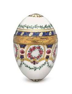 A GOLD-MOUNTED SEVRES PORCELAIN OVIFORM BONBONNIERE THE MOUNTS PARIS, 1768,