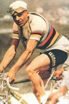 Alfredo Binda - Career highlights - Three road world championship titles, five Giro wins, two Milan – San Remo crowns and four Giro di Lombardia victories. Pro Cycling, Cycling Equipment, Cycling Bikes, Retro, Vintage Cycles, Bicycle Race, Old Bikes, Sports Photos, Road Racing
