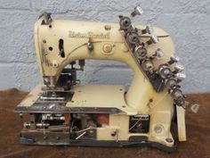 Industrial-Sewing-Machine-Union-Special-54-400-J-with-rear-puller-12-needle