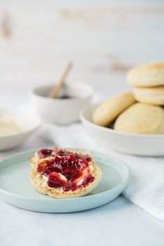 Homemade English Muffin recipe - From Jennifer Garner's Fake Cooking Show. These freezer friendly English muffins are a perfect make ahead breakfast. English Muffin Recipes, Homemade English Muffins, English Food, Yummy Treats, Yummy Food, Sweet Treats, Make Ahead Breakfast, Breakfast Time, Vegan Breakfast