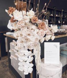 Church Wedding Decorations Aisle, Wedding Reception Flowers, Wedding Flower Decorations, Bridal Flowers, Wedding Table, Floral Wedding, Wedding Colors, Italian Wedding Themes, Dream Wedding