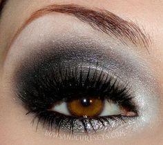 Silver Smokey Eye, Smoky Eyes, All Things Beauty, Beauty Make Up, Hair Beauty, Girly Things, Makeup Art, Makeup Tips, Hair Makeup