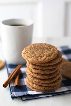 Cinnamon Coffee Cookies are a delicious and simple cookie recipe. These taste great with a hot mug of coffee and are perfect for the holidays! Cinnamon Cookies, Coffee Cookies, Pumpkin Cookies, Fall Cookies, Cinnamon Rolls, Biscuits Au Café, Bacon Wrapped Water Chestnuts, Cinnamon Coffee, Iced Coffee