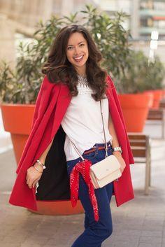 Cómo combinar un abrigo rojo en primavera. @martabarcelonas con bolso bandolera lujado #dayadaypeople