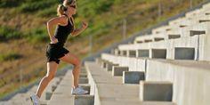 Un programa de entrenamiento que ha adquirido popularidad en los últimos años es el bootcamp, el cual tiene como base las rutinas de los marines norteamericanos y combina distintos ejercicios aeróbicos, de fuerza, carrera, desplantes, entre otros. Estiramientos, sentadillas, abdominales, … Continuado