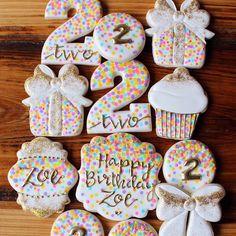 Birthday Cupcakes Ideas Number 32 New Ideas Galletas Decoradas Royal Icing, Galletas Decoradas Baby Shower, Fancy Cookies, Cute Cookies, Cupcake Cookies, Happy Birthday Cookie, Birthday Cupcakes, 2nd Birthday, Iced Sugar Cookies