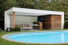 Pool house with crepi and functions such as shower and toilet integrated in the inside . - Pool house with crepi and functions such as shower and toilet integrated in the interior. Modern Pool House, Summer House, Outdoor Rooms, House, Modern, Pergola Plans, Swimming Pools, Pool Houses