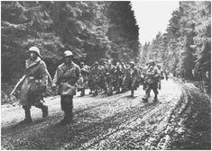 Duitse krijgsgevangenen worden afgevoerd