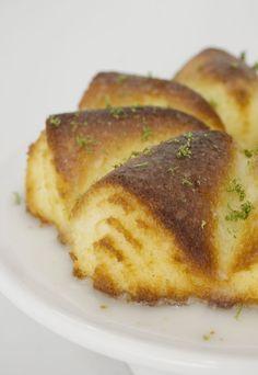 Você já ouviu dizer que bolos sem glúten e lactose são sem graça e duros como uma pedra, né? Pois, estamos decididos a acabar de vez com esse mito com a receitinha que separamos para hoje. Quem preparou essa delicia de bolo de limão foi a chef Beatriz Diniz, especialista na confeitaria preparada sem …