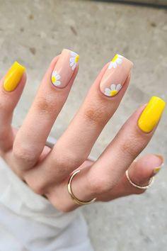 Acrylic Nails Yellow, Yellow Nail Art, Best Acrylic Nails, Yellow Nails Design, Flower Design Nails, Nail Art Flowers Designs, Bright Nail Designs, Cute Nail Art Designs, Daisy Nails