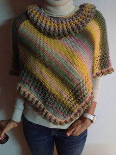 Ruana multicolor tejida en dos agujas. / Multicolor poncho knitted with two needles