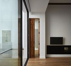 """Restoration and refurbishing of a house in Valencia is a project designed by DG Arquitecto in 2016. """"Our projects always begin with a detailed study of some preliminary premises: The space, in this case is an old townhouse with almost a hundred years of history located in one of the towns near Valencia, with a …"""