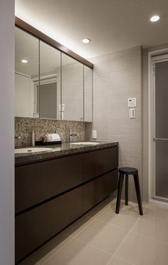 リフォーム・リノベーション会社:株式会社クラフト「生活感を見せない、ホテルライクな暮らし」 Bathroom Interior, Interior Design Living Room, Hotel Interiors, House Rooms, Small Bathroom, House Design, Washroom, Modern Bathrooms, Chic Bathrooms