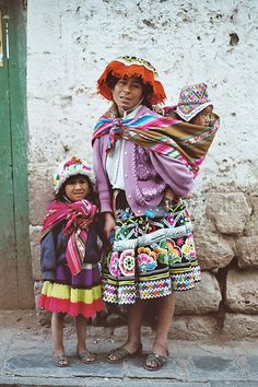 Babywearing is so natural. and beautiful :) Peru Travel Destinations Honeymoon Backpack Backpacking Vacation Wanderlust Budget Off the Beaten Path South America
