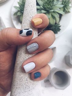 Check out these simple, cute and stylish summer nail designs! Summer is now right here, full of enthusiasm and vitality. Whether you want juicy, colorful or cute nail designs, you won't be… Winter Nails, Summer Nails, Summer Nail Art, Nail Design Glitter, Nails Design, Salon Design, Gel Nail Designs, Short Nail Designs, Ten Nails