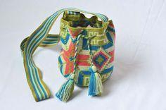 WAYUU BAG – Mini Mochila. Handwoven by a woman from the Wayuu Tribe. Green & Stars. www.colombiart.co