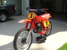 From Chuck of the Suzuki PE group. Honda Dirt Bike, Honda Motorcycles, Dirt Bikes, Motocross Bikes, Vintage Motocross, Honda Motors, Japanese Motorcycle, Classic Bikes, Vintage Bikes