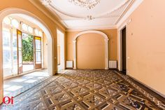 Original ceilings, floors, architecture, royal property for sale in Barcelona, apartment for sale in Barcelona, living room http://oibarcelona.com