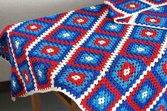 スウェーデンて見つけた手編みブランケット(ブルー&レッド) - 北欧雑貨と北欧食器の通販サイト  北欧、暮らしの道具店