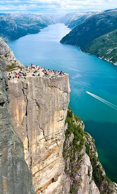Preikestolen                                                                                                                                                                                 Mehr Voyage En Camping-car, Bon Plan Voyage, Beautiful Norway, Beautiful World, Travel Around The World, Places Around The World, Wonderful Places, Beautiful Places, Amazing Places