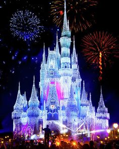 Magic Kingdom Fireworks by Mark Andrew Thomas - Disney World - Disney World Fotos, Disney World Pictures, Disney World Castle, Disney World Vacation, Walt Disney World, Disney Art, Disney Movies, Punk Disney, Disney Pics