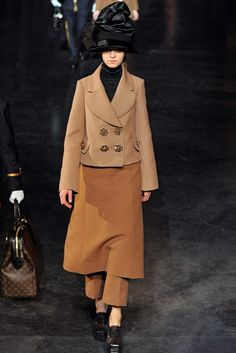 Louis Vuitton Fall 2012 Ready-to-Wear Fashion Show - Magda Laguinge