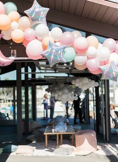 This adorable dream themed sleepover birthday party celebrated a super special 4 year old. Jackie, talented creative behind Penelope Pots Floral Design, created the magical party for her daughter Penelope