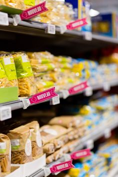 Delhaize by Minale Design Strategy - Retail Design - In-store communication medium - Novelty