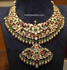 Antique Jewellery Designs, Gold Jewellery Design, Indian Wedding Jewelry, Indian Jewelry, Indian Bridal, Gold Temple Jewellery, Gold Jewelry, Jewelry Necklaces, Necklace Designs
