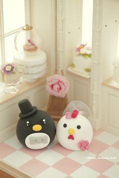 Lovely Penguin and chicken , rooster MochiEgg wedding cake topper, cute animals wedding cake decoration ideas. #weddingplanning #cartoons #cute #weddingideas #weddingdetails #weddingseason #weddingthings #unique #gift #claydoll #sculptd #animals #handmade #custom #cakedecor #ceremony #marriage #justmarried #kikuikestudio #婚禮 #結婚式 #結婚式 #Hochzeit #nozze #egg #couplecaketopper #weddinggift #miniatures #dollhouse #cakeshop