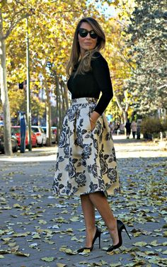 Love this skirt, top and heels look.: Skirt, Midi Skirts, Full Skirts, Black Skirt Outfit, Floral Skirts, Midi Skirt Outfit, Church Outfit