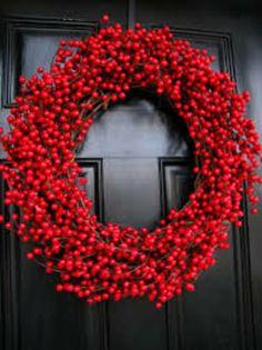 Türkranz zu Weihnachten rote Beeren