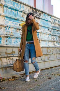 coat: Zara (au/w 14-15) // jeans: Zara // sneakers: Superga // bag: Valentino // sweater: Mango // bracelets: By Neska Polita