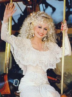 The Dolly Parton Scrapbook (Posts tagged vintage) Country Female Singers, Country Music Singers, Country Artists, Dolly Parton Pictures, Musica Country, Idole, Hip Hop, Hello Dolly, Famous Women