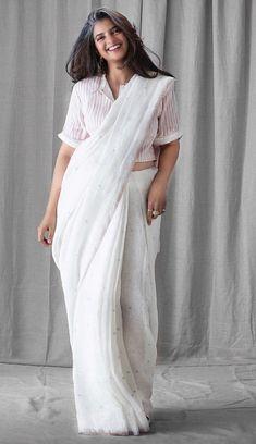 Sari Blouse Designs, Designer Blouse Patterns, Saree Styles, Blouse Styles, Indian Attire, Indian Outfits, Saree Dress, White Saree Blouse, Modern Saree